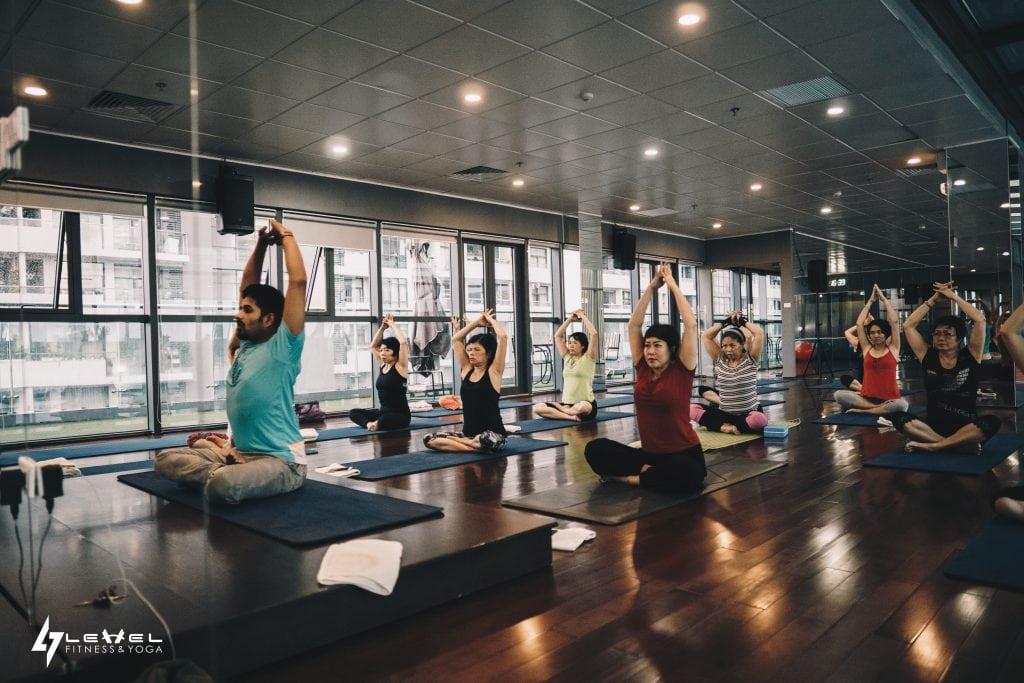 lop-yoga-tap-yoga-buoi-sang