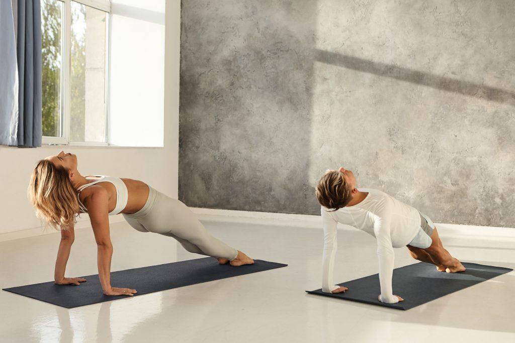tu-th-tam-van-nguoc-yoga